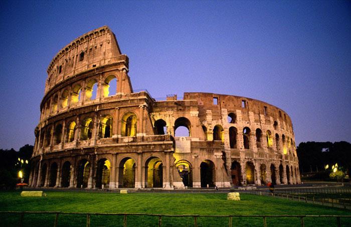 کولوسئوم معروف ترین بنای روم باستان از چی ساخته شده است