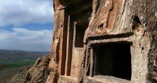 گوردخمههای سه گانه اسحاقوند و فرهاد تاش آثار باستانی اسرارآمیز هرسین کرمانشاه