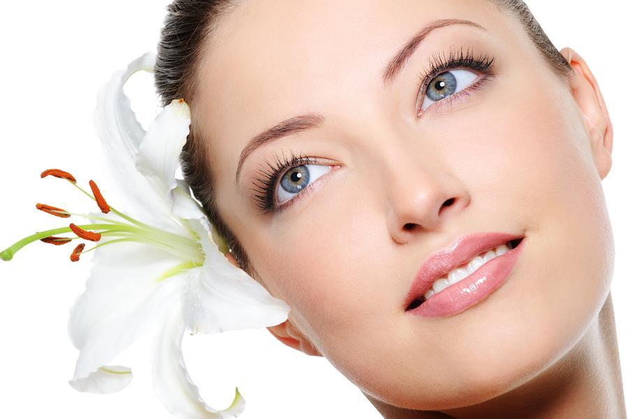چگونه با کمک قاشق و ماساژ پوستی زیبا و شفاف داشته باشیم