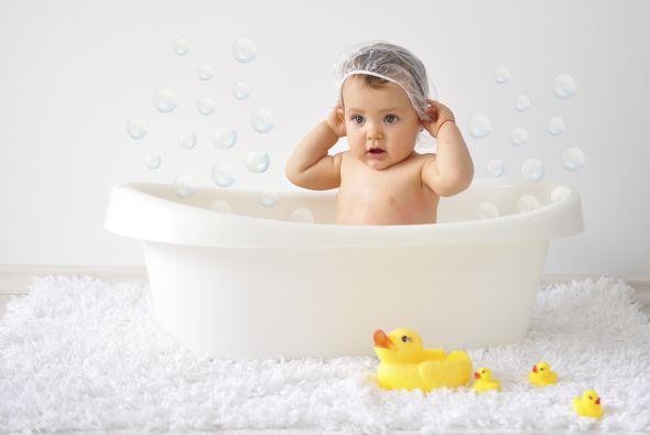 نوزاد تازه به دنیا آمده را چگونه و چطور باید حمام برد و چه زمانی؟
