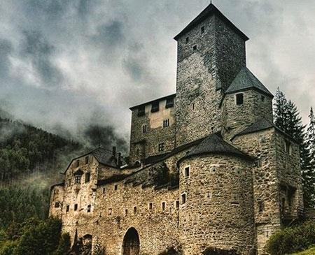 """بهترین قلعه های دنیا,زیباترین قلعه های دنیا,قلعه """"ریفنستین"""" در ایتالیا"""