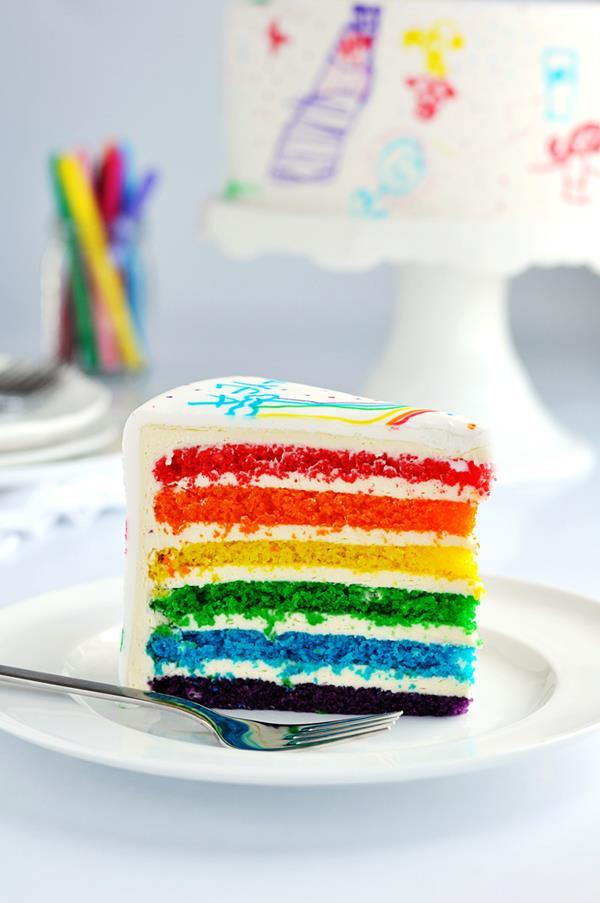 عکس کودک روی کیک
