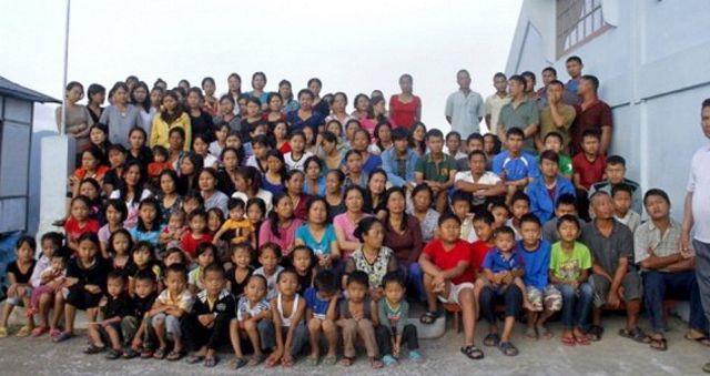 این مرد با 39 همسر پر جمعیت ترین خانواده دنیا را دارد