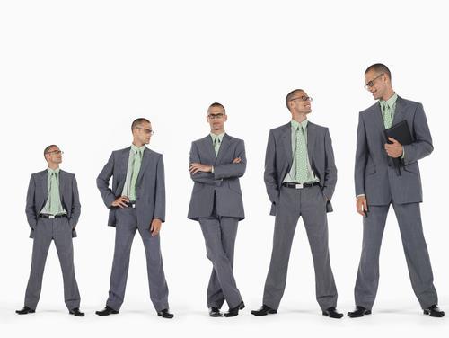 چطور قد خود را بلندتر نشان دهیم؟ روش های موثر برای افراد قد کوتاه