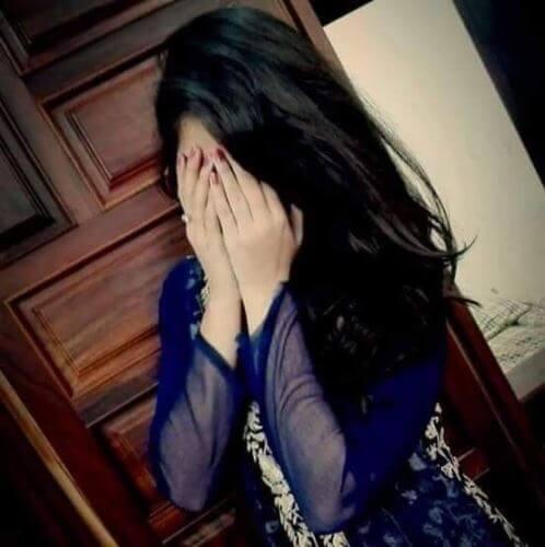 عکس پروفایل دخترونه دست جلو صورت با موهای بلند