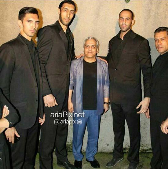 عکس از مهران مدیری به همراه بادیگاردهای بلند قد و غول پیکر