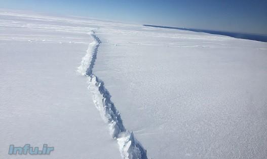 اکنون تنها یک اتصال ۲۰ کیلومتری از شناور شدن این توده یخی پنج هزار کیلومتر مربعی جلوگیری کرده است/ عکس از وبسایت NASA