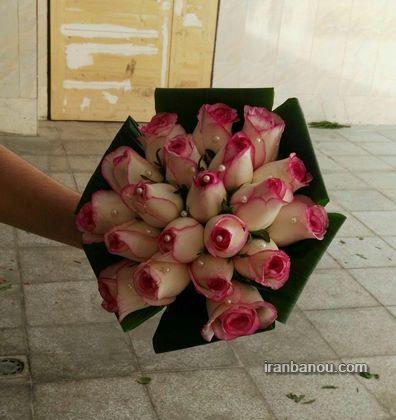 دسته گل عروس با رز سفید و صورتی