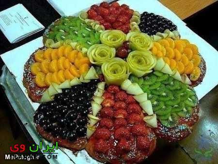 تزیین میوه شب یلدا داخل سینی با میوه های خورد شده