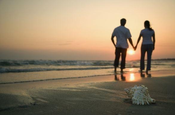 عکس پروفایل عاشقانه کنار ساحل غروب آفتاب