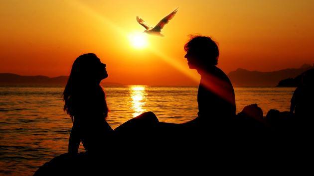 عکس پروفایل عاشقانه زیبا غروب آفتاب کنار ساحل