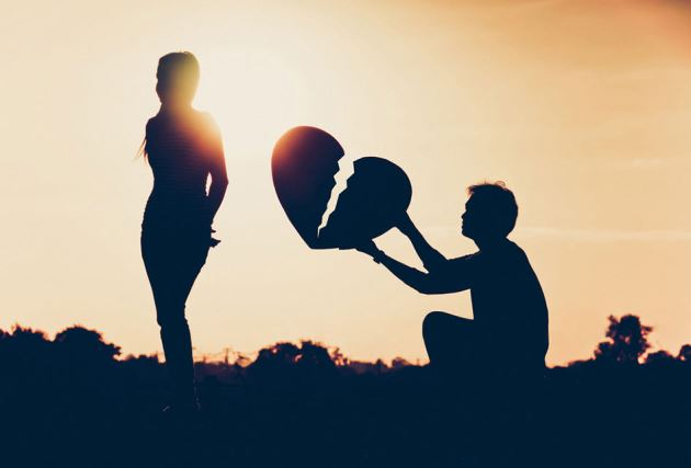 عکس پروفایل عاشقانه قلب شکسته پسر کنار دختر