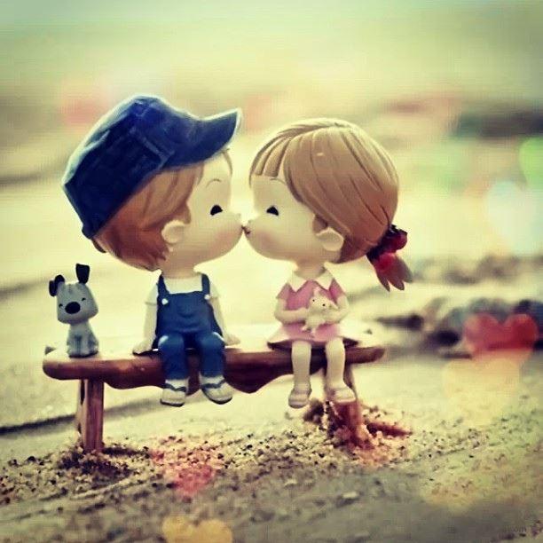 عکس پروفایل عاشقانه بوس کردن عروسک
