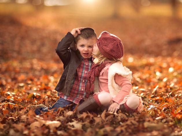 عکس پروفایل عاشقانه بوس کردن پسر بچه دختر بچه