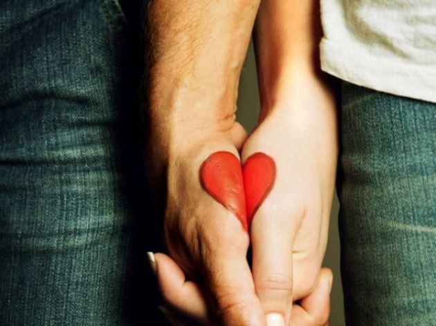 پروفایل عاشقانه دست رو دست تکمیل شکل قلب