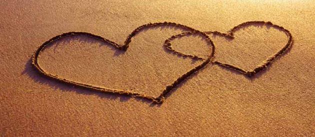 عکس قلب شنی در ساحل برای پروفایل عاشقانه