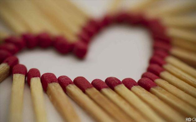 عکس پروفایل عاشقانه کبریت چیده شده به شکل قلب