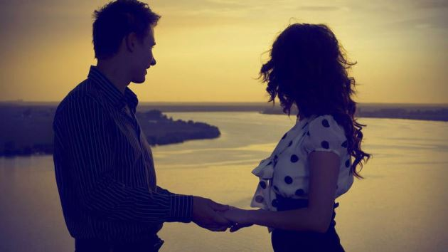 عکس پروفایل عاشقانه باکلاس کنار ساحل بغل هم