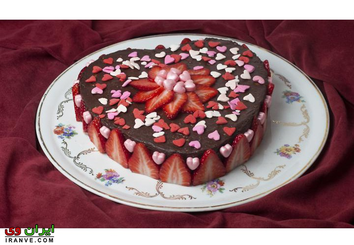 عکس کیک ولنتاین به شکل قلب