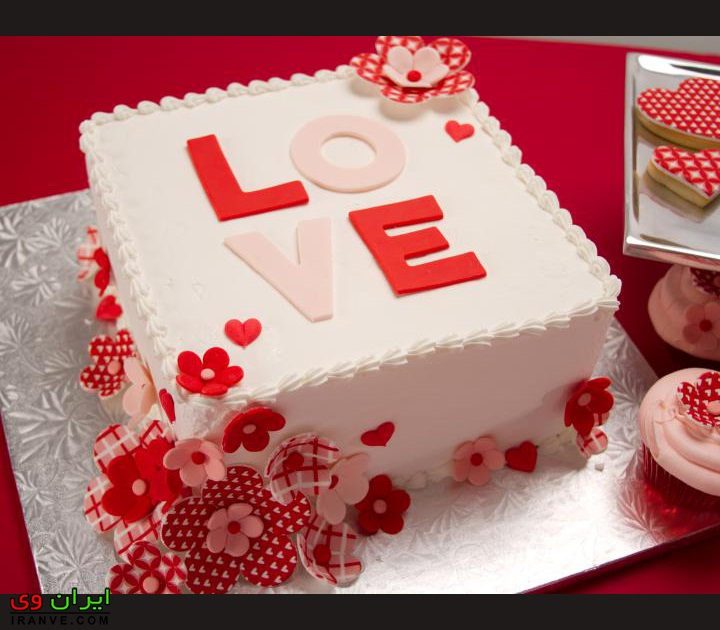 کیک ولنتاین مربعی شکل سفید عاشقانه