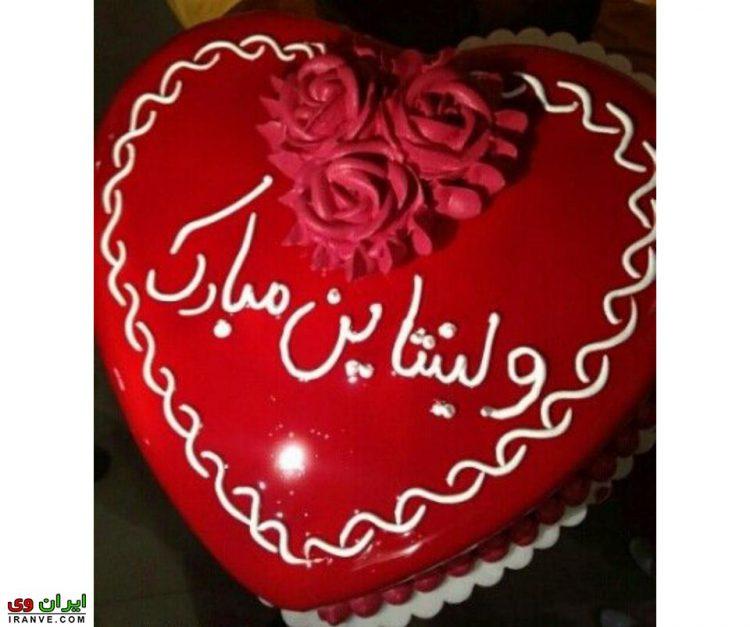 عکس کیک ولنتاین مبارک به شکل قلب قرمز