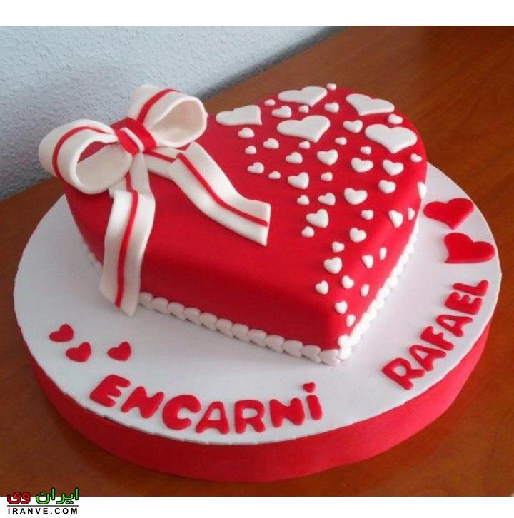 عکس کیک ولنتاین دونفره به شکل قلب قرمز