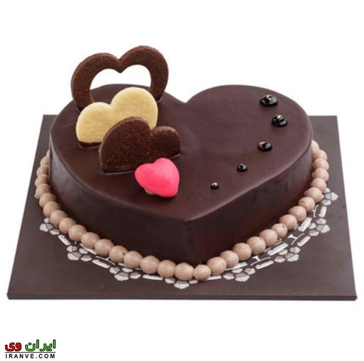 عکس کیک ولنتاین خانگی به شکل قلب شکلاتی