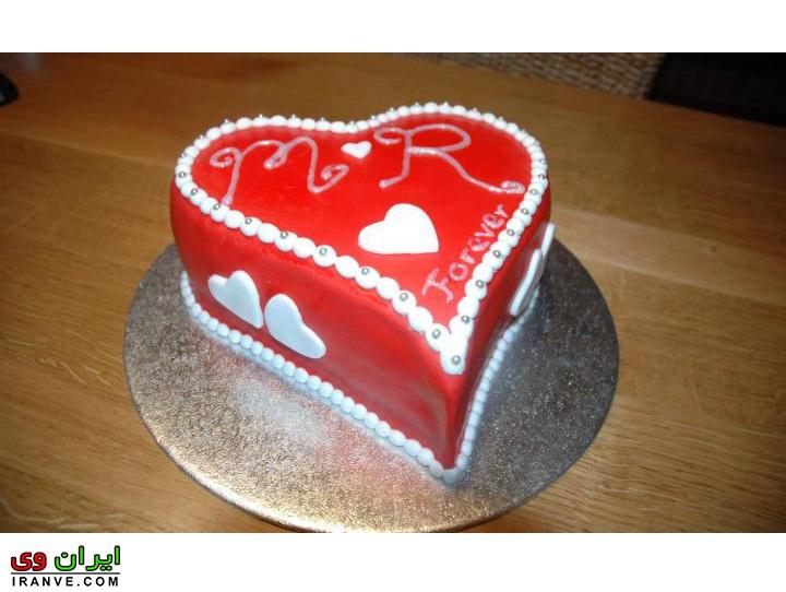 عکس کیک ولنتاین به شکل قلب قرمز