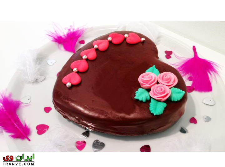 عکس کیک ولنتاین به شکل قلب شکلاتی