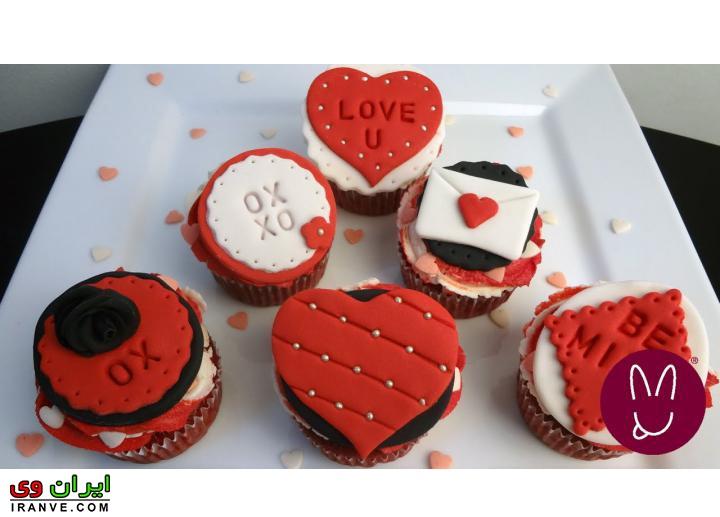 عکس کیک ولنتاین کاپ دونفره خوشگل با تزیین خانگی
