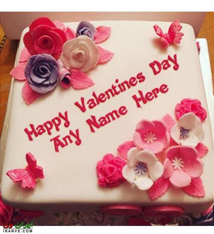 عکس کیک ولنتاین مربعی شکل سفید با تزیین گل