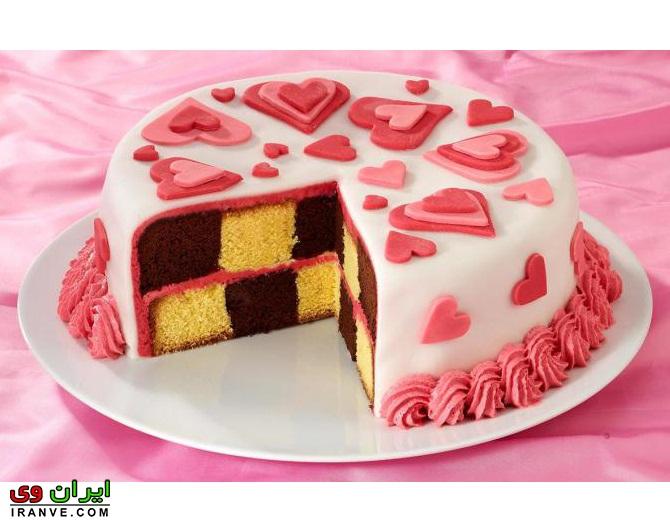 عکس کیک ولنتاین گرد صورتی خانگی
