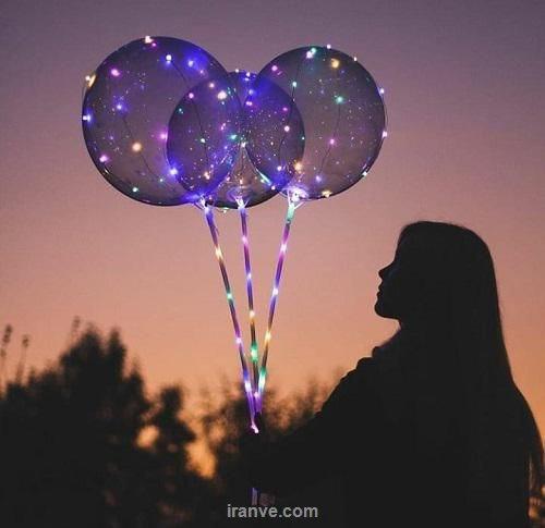 عکس پروفایل دخترونه عاشقانه همراه بادکنک های لامپ دار در شب