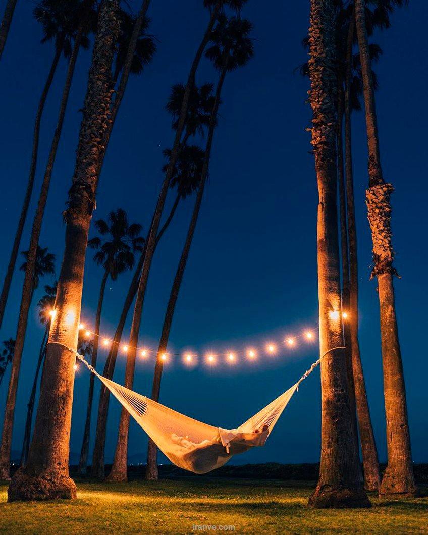 عکس دخترونه خوابیدن زیر آسمان شب
