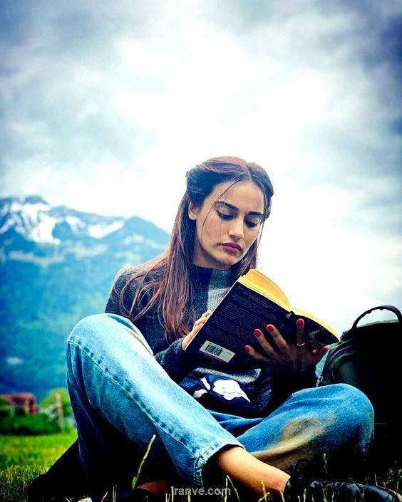 کتاب خواندن در طبیعت