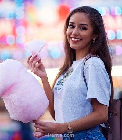 عکس دخترونه شاد در حال خوردن پشمک