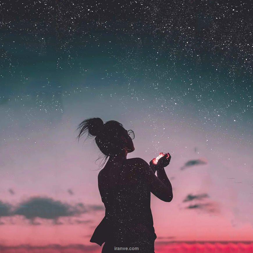 عکس پروفایل دخترونه در شب آسمان پر از ستاره