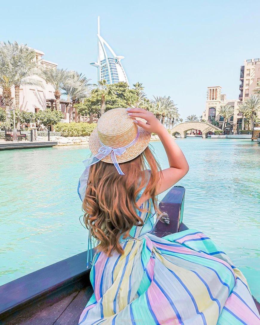 عکس دخترونه عاشقانه داخل قایق در شهر دبی