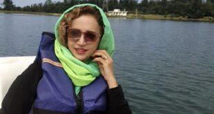 شبنم قلی خانی در حال قایق سواری