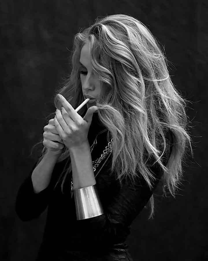 عکس سیگارهای قدیمی ایران , عکس سیگار پسرانه , عکس دختر غمگین درحال سیگار کشیدن , عکس دختر سیگار در دست