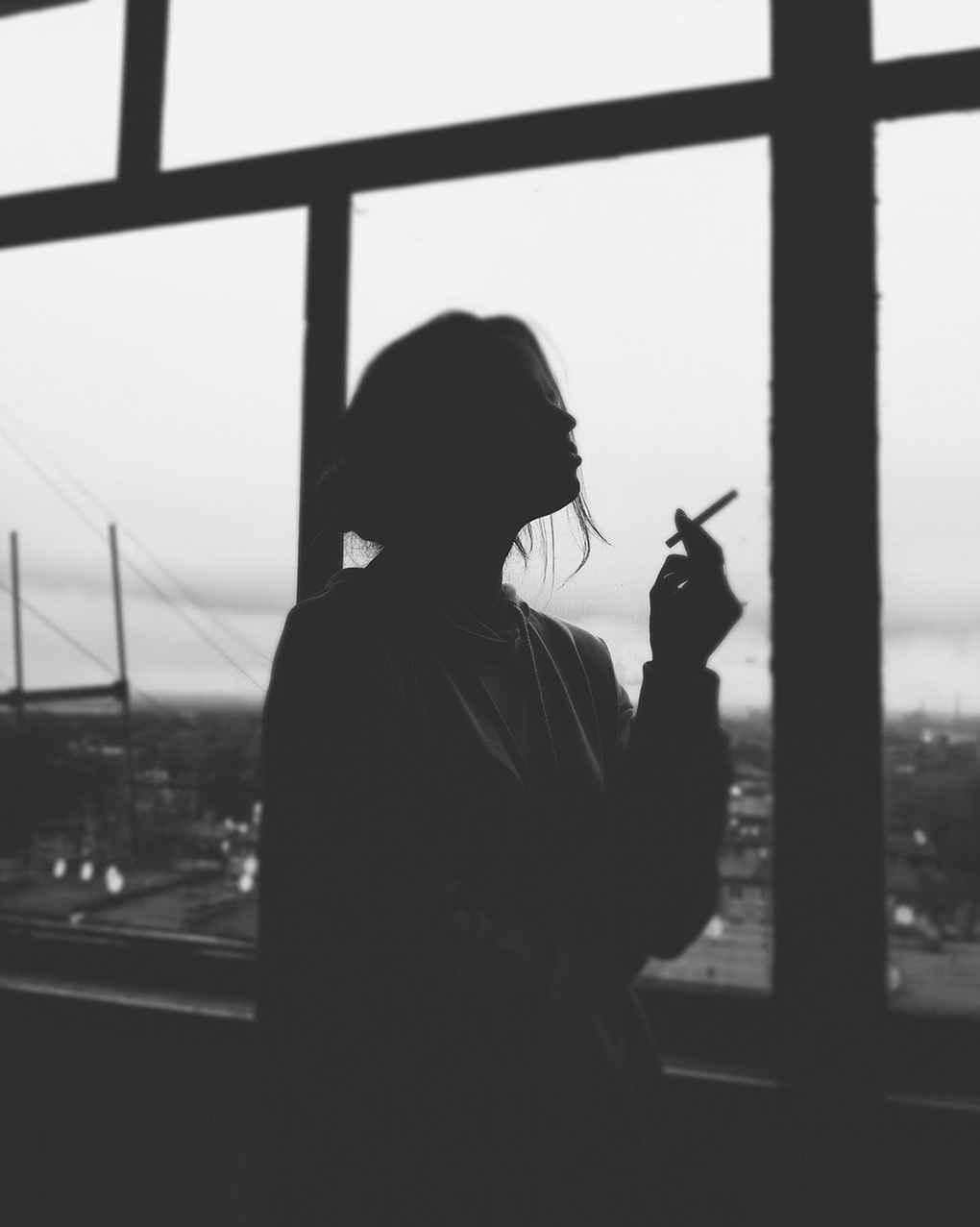 عکس سیگار کشیدن نیوشا ضیغمی , عکس سیگار لاکچری , پروفایل راجب سیگار